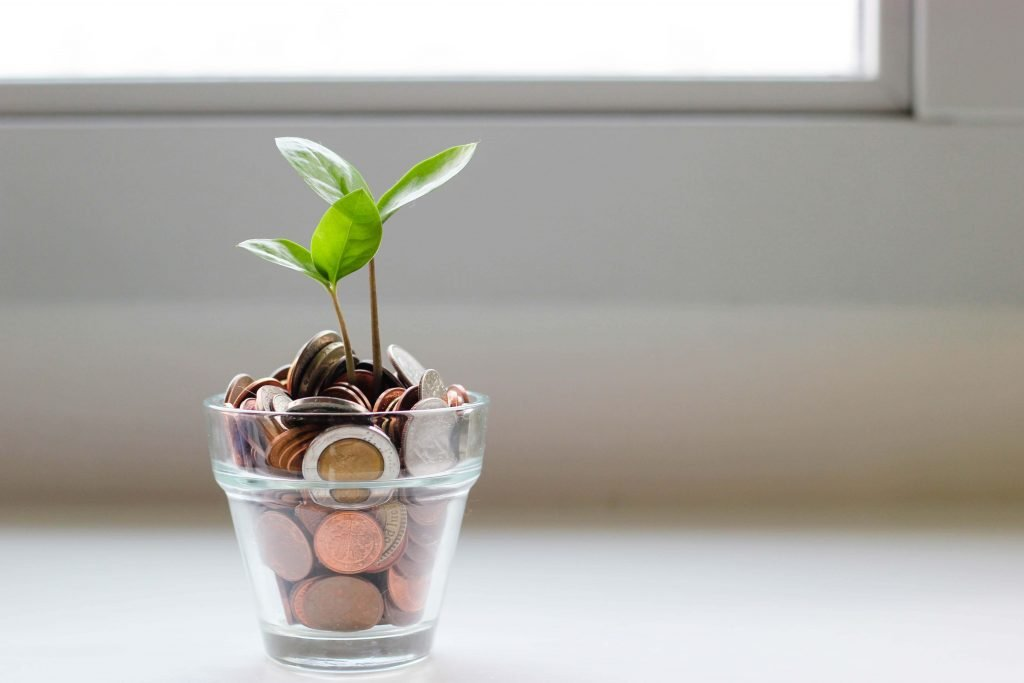 Money in a jar growing because of sales leadership.